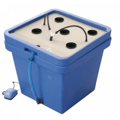 AeroFarm 3 Blue GHE  Первая и наиболее экономичная из всех аэро-гидропонных систем малых размеров. Полностью подходит для маленьких площадей выращивания. Сделан из прочного переработанного пластика. Вмещает от 1 до 5 растений, может быть использован как для  полных циклов выращивания,  так и для клонирования, черенкования и выгонки рассады.